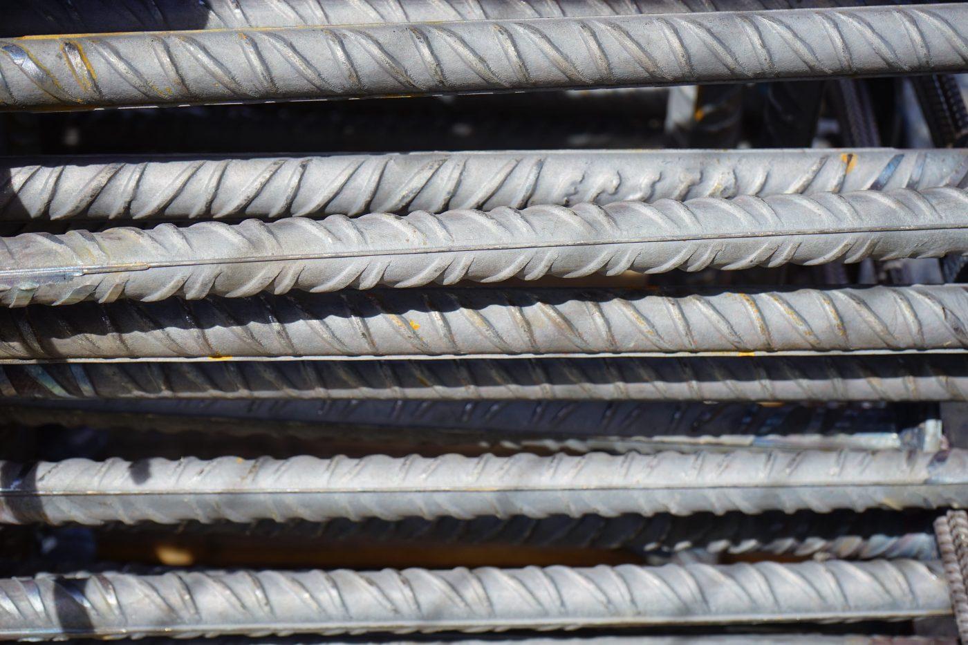 zdjęcie zbrojenia stalowego pręty zbrojeniowe